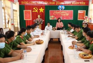 Ban Tuyên giáo Tỉnh ủy thăm, chúc tết các đơn vị Công an trực tết