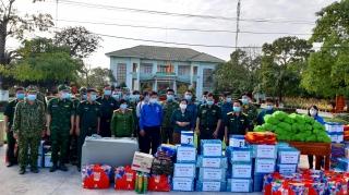 Bến Cầu: Trao quà cho các Tổ phòng chống dịch và hộ nghèo