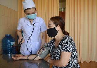 Nữ y sĩ tình nguyện nhập ngũ