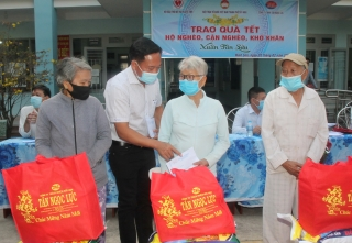Hội Bảo trợ người khuyết tật và Bảo vệ quyền trẻ em tỉnh vận động trao tặng 6.250 phần quà tết cho hộ nghèo