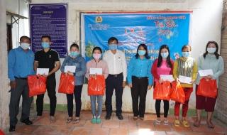 LĐLĐ tỉnh: Trao tặng 591 phần quà cho đoàn viên, công nhân lao động khu nhà trọ không có điều kiện về quê đón tết
