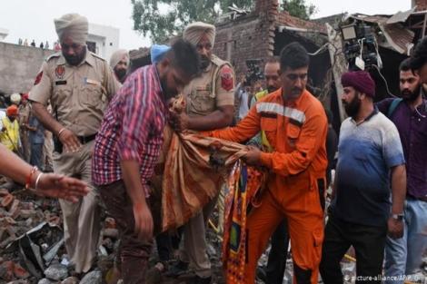 Nổ nhà máy pháo hoa ở Ấn Độ khiến hàng chục người chết và bị thương