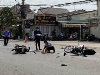 Xe mô tô đối đầu, 2 người thương vong
