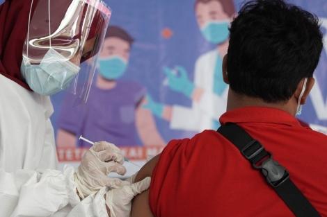 Người từ chối tiêm vaccine ngừa Covid-19 có thể bị phạt ở Indonesia