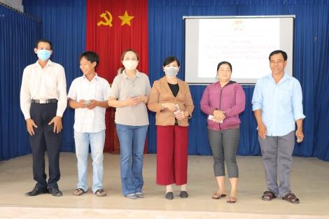 Xã Đồng Khởi: Giải ngân dự án chăn nuôi bò sinh sản
