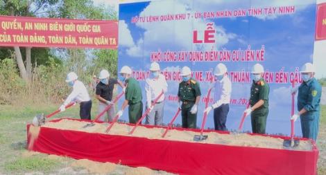 Khởi công xây dựng điểm dân cư liền kề Chốt dân quân Cây Me thuộc xã Long Thuận