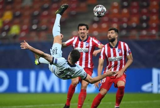 Giroud lập siêu phẩm, Chelsea nắm lợi thế lớn tại Champions League
