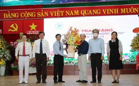 Thăm và chúc mừng các bệnh viện, đơn vị y tế tại Thành phố Hồ Chí Minh