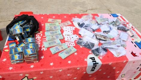 Công an huyện Bến Cầu bắt tụ điểm đánh bài cào ăn tiền