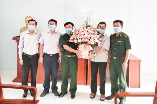 Bí thư Thị ủy Trảng Bàng thăm, chúc mừng Ngày truyền thống Bộ đội Biên phòng
