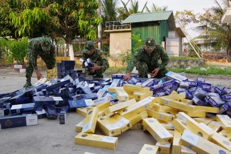 Đồn Biên phòng cửa khẩu quốc tế Mộc Bài bắt giữ 5.000 gói thuốc lá ngoại nhập lậu