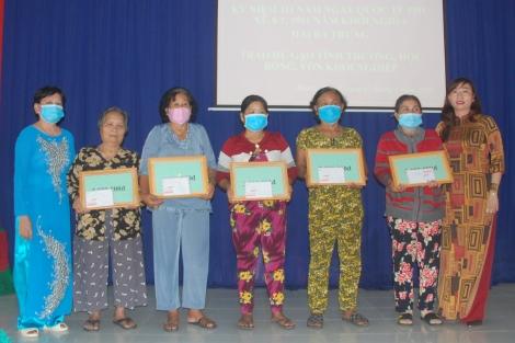 Hội Liên hiệp Phụ nữ xã Phước Thạnh: Trao học bổng và vốn khởi nghiệp