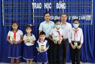 Trao học bổng Tiếp sức đến trường tại huyện Tân Châu