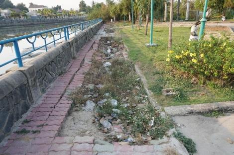 Công viên bờ kè rạch Tây Ninh xuống cấp