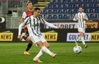 Ronaldo ghi hat-trick trong 22 phút