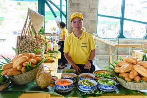 Tây Ninh: Trải nghiệm đặc sản ẩm thực bốn phương trên đỉnh núi Bà Đen