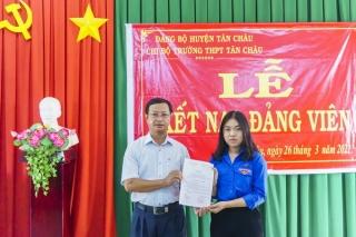 Tân Châu: Thêm 1 học sinh ưu tú được kết nạp vào Đảng