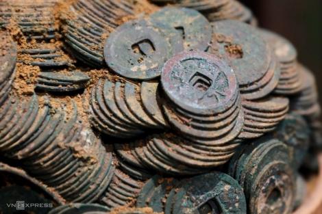 Bộ sưu tập tiền cổ 'hoá thạch' ở Sài Gòn