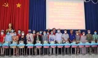 Tổ chức chương trình tuyên truyền về cuộc bầu cử đại biểu Quốc hội khoá XV và đại biểu HĐND các cấp và tặng quà cho phụ nữ nghèo