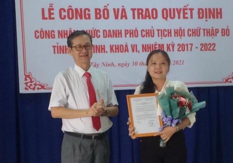 Hội Chữ thập đỏ Tây Ninh: Trao Quyết định công nhận Phó Chủ tịch Hội Chữ thập đỏ tỉnh khóa VI nhiệm kỳ 2017-2022