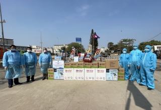 Hội LHTN Việt Nam tỉnh trao tặng vật tư y tế và chúc Tết Hội LHTN Campuchia tỉnh Svay Riêng