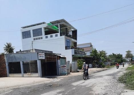 Đường Nguyễn Văn Rốp nhiều chỗ bị hư hỏng, xuống cấp