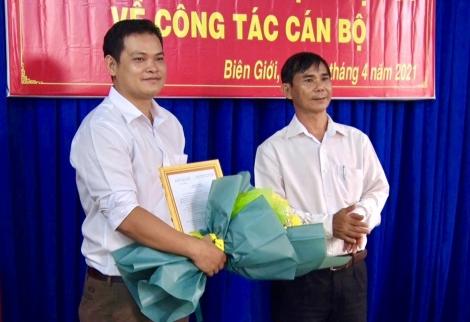 Châu Thành: Trao quyết định điều động cán bộ