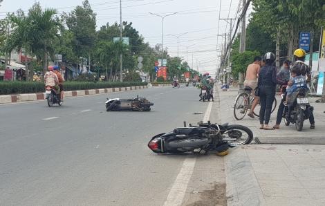Điều khiển xe thiếu quan sát, 2 người bị thương nặng