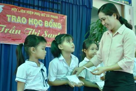 Trao học bổng Trần Thị Sanh cho học sinh nghèo vượt khó.