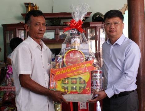 Lãnh đạo tỉnh thăm chúc tết đồng bào Khmer huyện Tân Châu