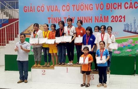 Thành phố Tây Ninh áp đảo ở môn cờ vua
