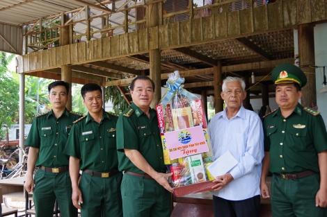 Biên phòng Tây Ninh: Thăm, chúc tết đồng bào dân tộc Khmer