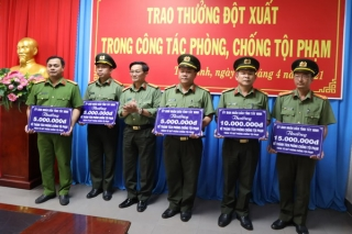 UBND tỉnh: Thưởng đột xuất 5 đơn vị thuộc Khối An ninh nhân dân 40 triệu đồng