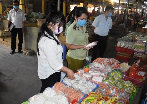Cần quản lý nghiêm việc niêm yết giá tại các chợ truyền thống