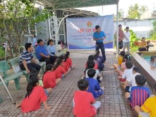 Hội đồng Đội huyện Bến Cầu: Tập huấn kỹ năng bơi lội, phòng chống đuối nước cho học sinh