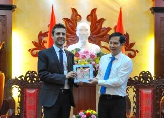 Tổng Lãnh sự quán Hà Lan và đại diện Đại sứ quán Bỉ tại Việt Nam chào xã giao lãnh đạo tỉnh