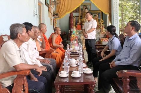 Lãnh đạo tỉnh, thăm, chúc mừng chùa Sát Rát nhân dịp tết cổ truyền Chol Chnam Thmay năm 2021