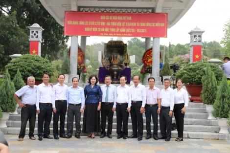 Ngân hàng Nhà nước Việt Nam về nguồn tại khu di tích Căn cứ Trung ương Cục miền Nam