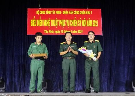 Đoàn Văn công Quân khu 7 biểu diễn phục vụ tại Trung đoàn 174