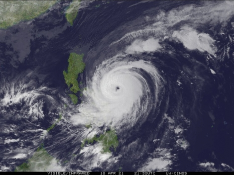 Tránh siêu bão Surigae, hơn 19.000 người Philippines đi sơ tán