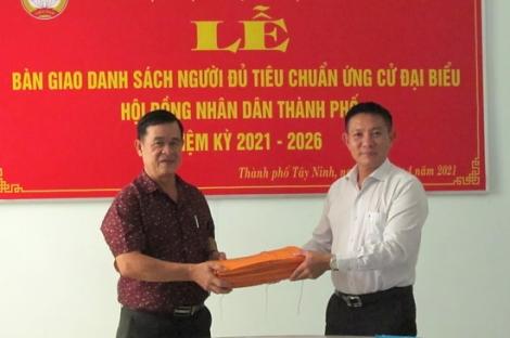 Thành phố Tây Ninh bàn giao danh sách ứng cử viên đại biểu HĐND