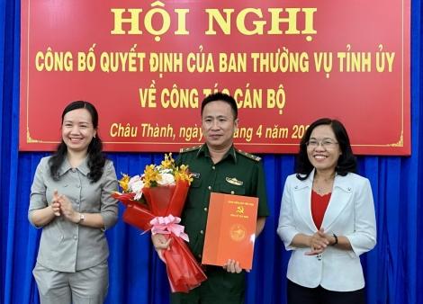 Trưởng ban Tổ chức Tỉnh ủy Nguyễn Thị Yến Mai: Trao quyết định về công tác cán bộ tại huyện Châu Thành