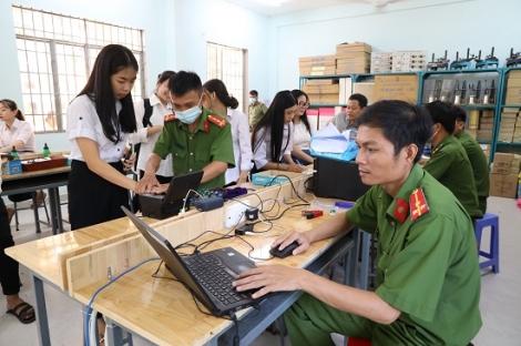 Làm căn cước công dân cho học sinh Trường THPT Dương Minh Châu