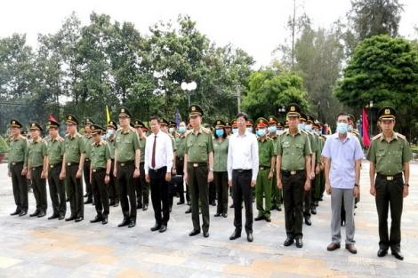 Bộ trưởng Bộ Công an Tô Lâm tri ân các anh hùng liệt sĩ, người có công với cách mạng tại Tây Ninh