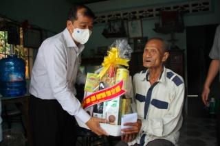 Lãnh đạo tỉnh thăm gia đình chính sách tại Tân Biên