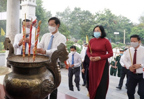 Lãnh đạo tỉnh viếng Nghĩa trang liệt sĩ Tân Biên