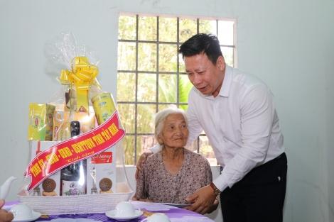 Chủ tịch UBND tỉnh thăm gia đình chính sách ở TP Tây Ninh