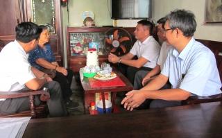 Lãnh đạo Thành phố thăm và tặng quà gia đình chính sách nhân ngày 30.4