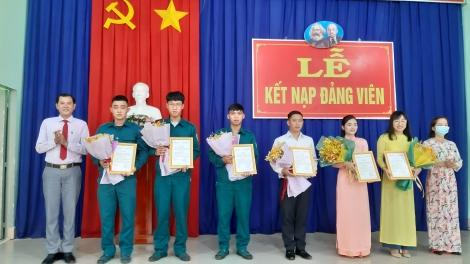 Đảng ủy phường Ninh Thạnh kết nạp 6 đảng viên