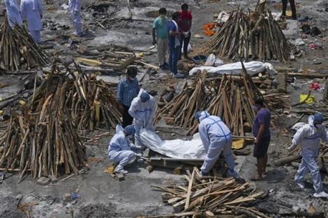 Ấn Độ lần đầu tiên ghi nhận số ca mắc mới vượt trên 400.000 ca